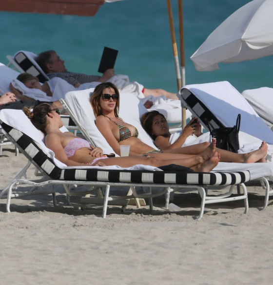 Aida Yespica – Bikini in Miami-13