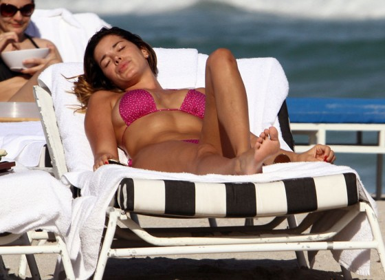 Aida Yespica – Hot in a Pink Bikini in Miami-26