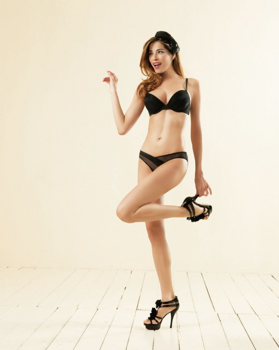 Aida Yespica – Si e lei Fall-Winter 2011 Lingerie Collection-03