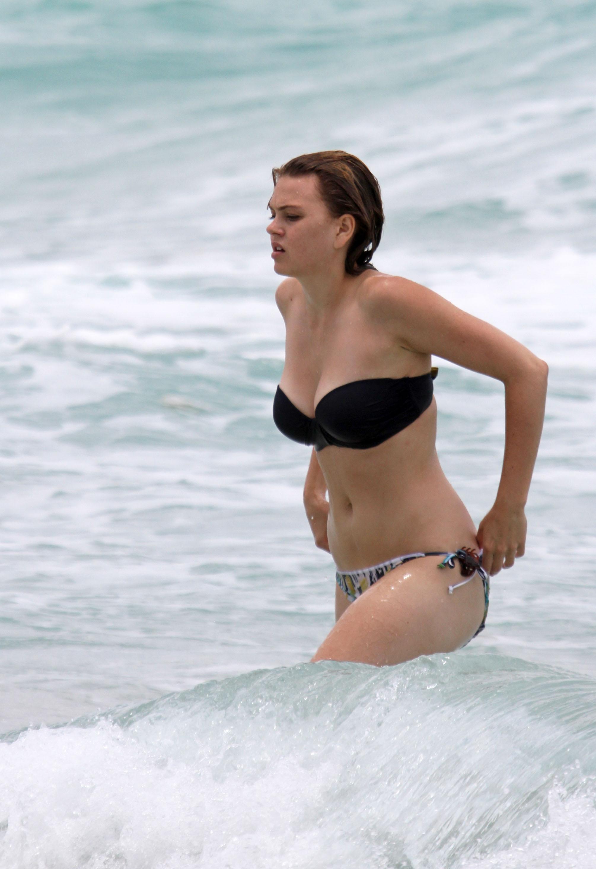 pantie-kim-aimee-teegarden-bikini-photos-position-the