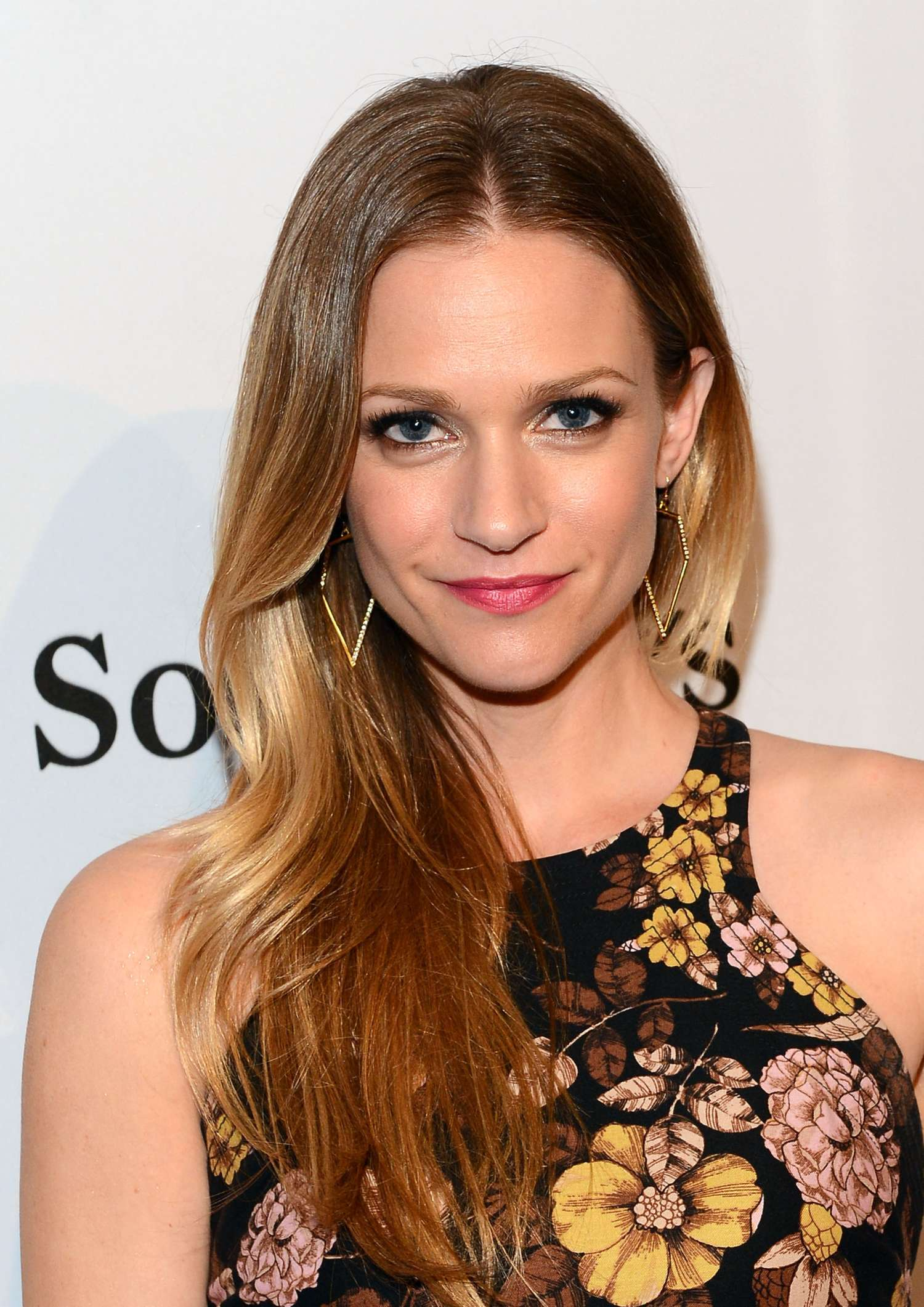 Aj Cook Pieces Of Heaven Charity Art Auction In