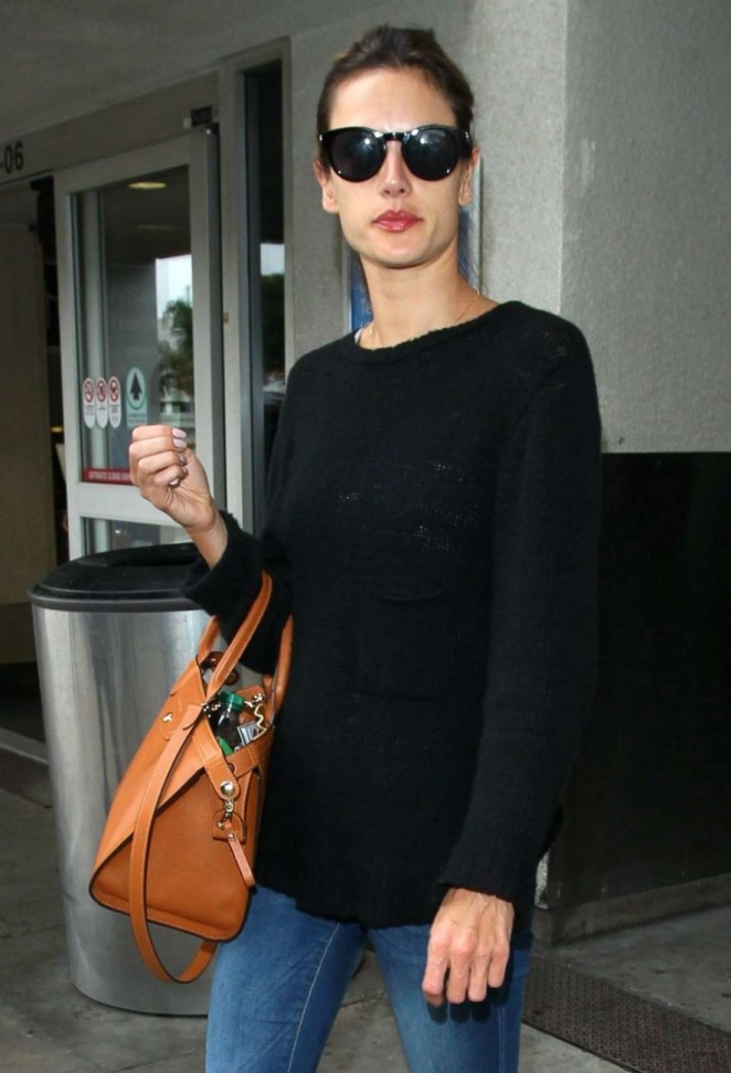 Alessandra Ambrosio – Arrives at Los Angeles International Airport