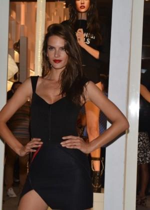 Alessandra Ambrosio: 2014 Schultz Winter Collection Fashion Show -01