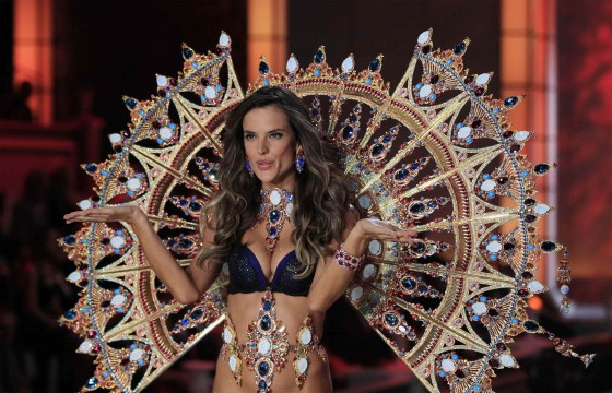Alessandra Ambrosio – Victorias Secret Fashion Show November 2011-03