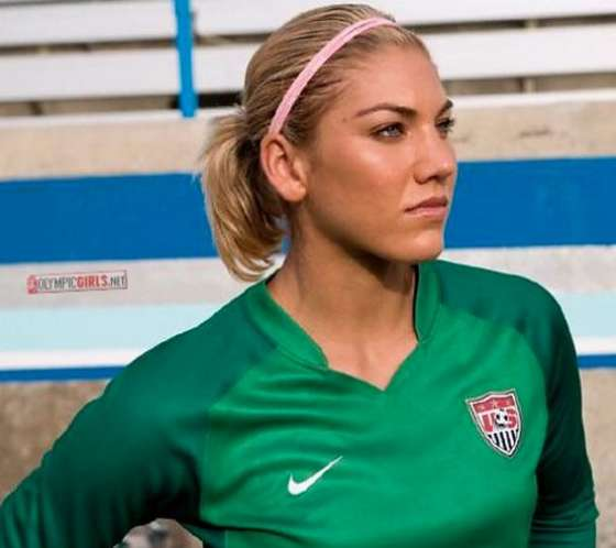 Alex Morgan 2012 : Alex Morgan and Hope Solo Hot Photos -19