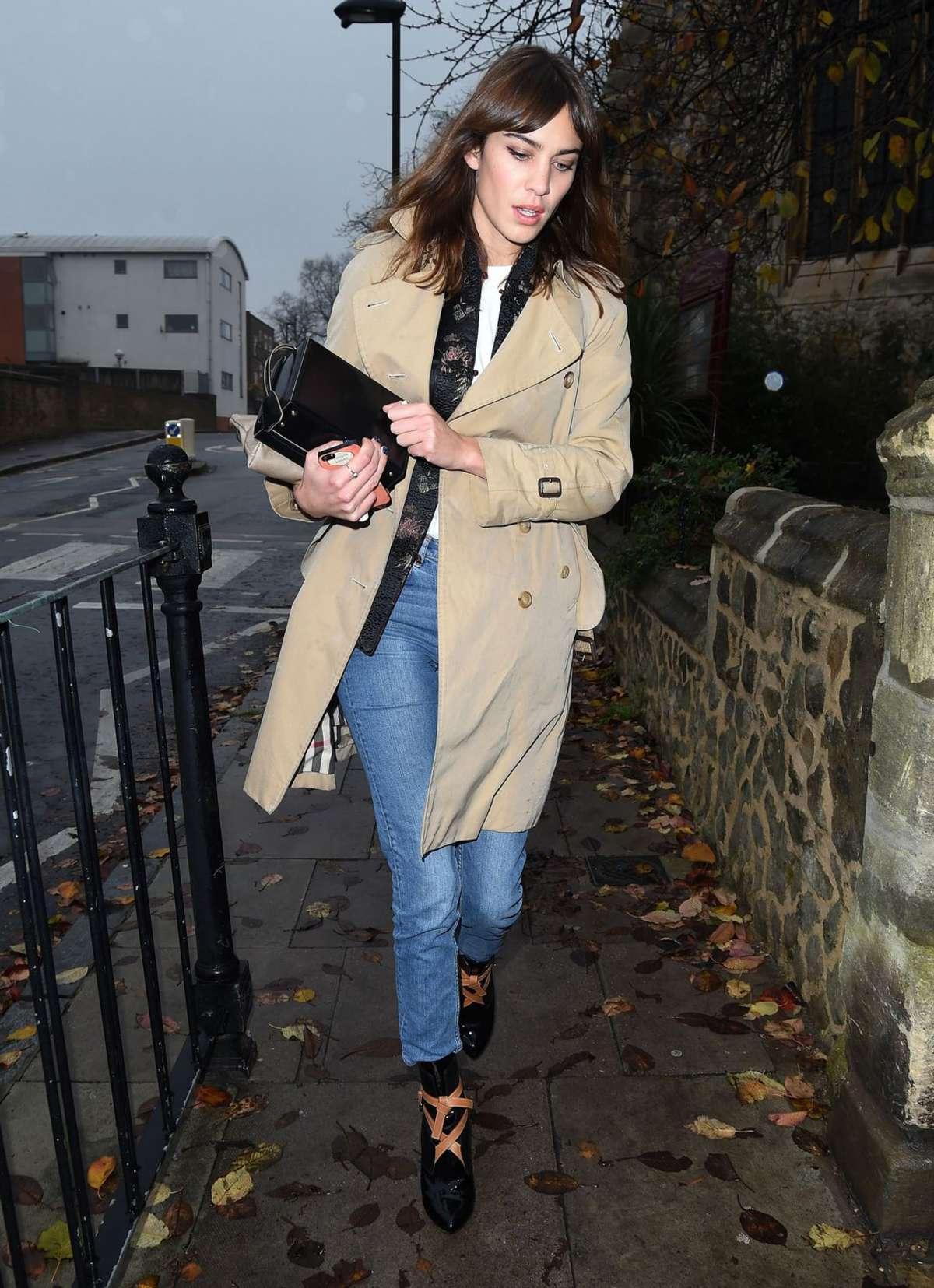 Alexa Chung 2014 : Alexa Chung in Jeans and Coat -01