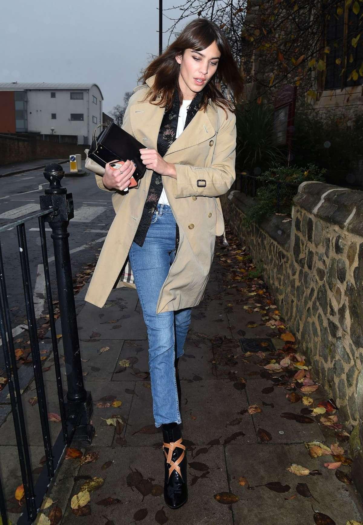 Alexa Chung 2014 : Alexa Chung in Jeans and Coat -03
