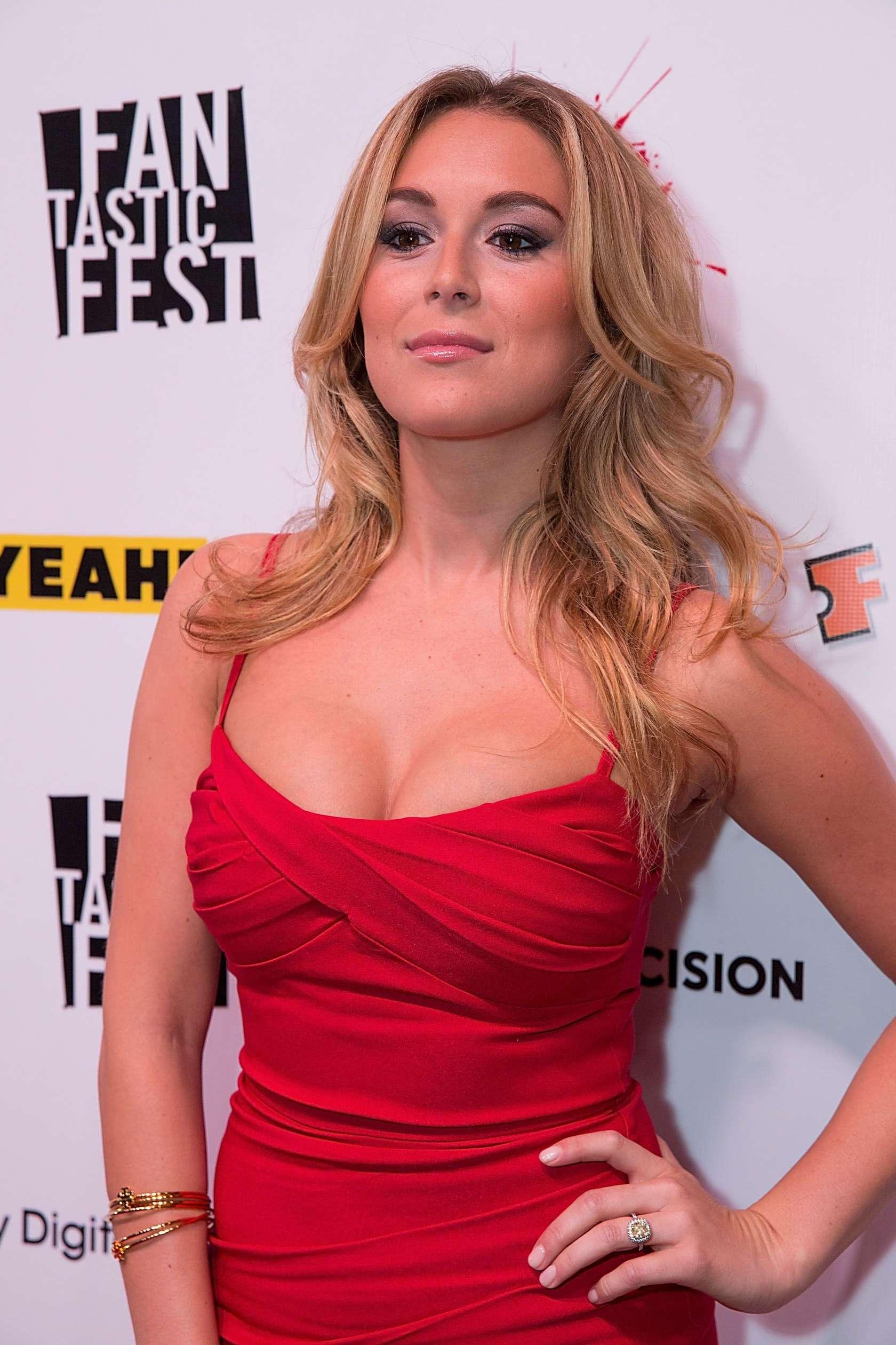 Alexa vega hot photos in red dress at 2013 machete kills premire in alexa vega machete kills premire in austin altavistaventures Gallery