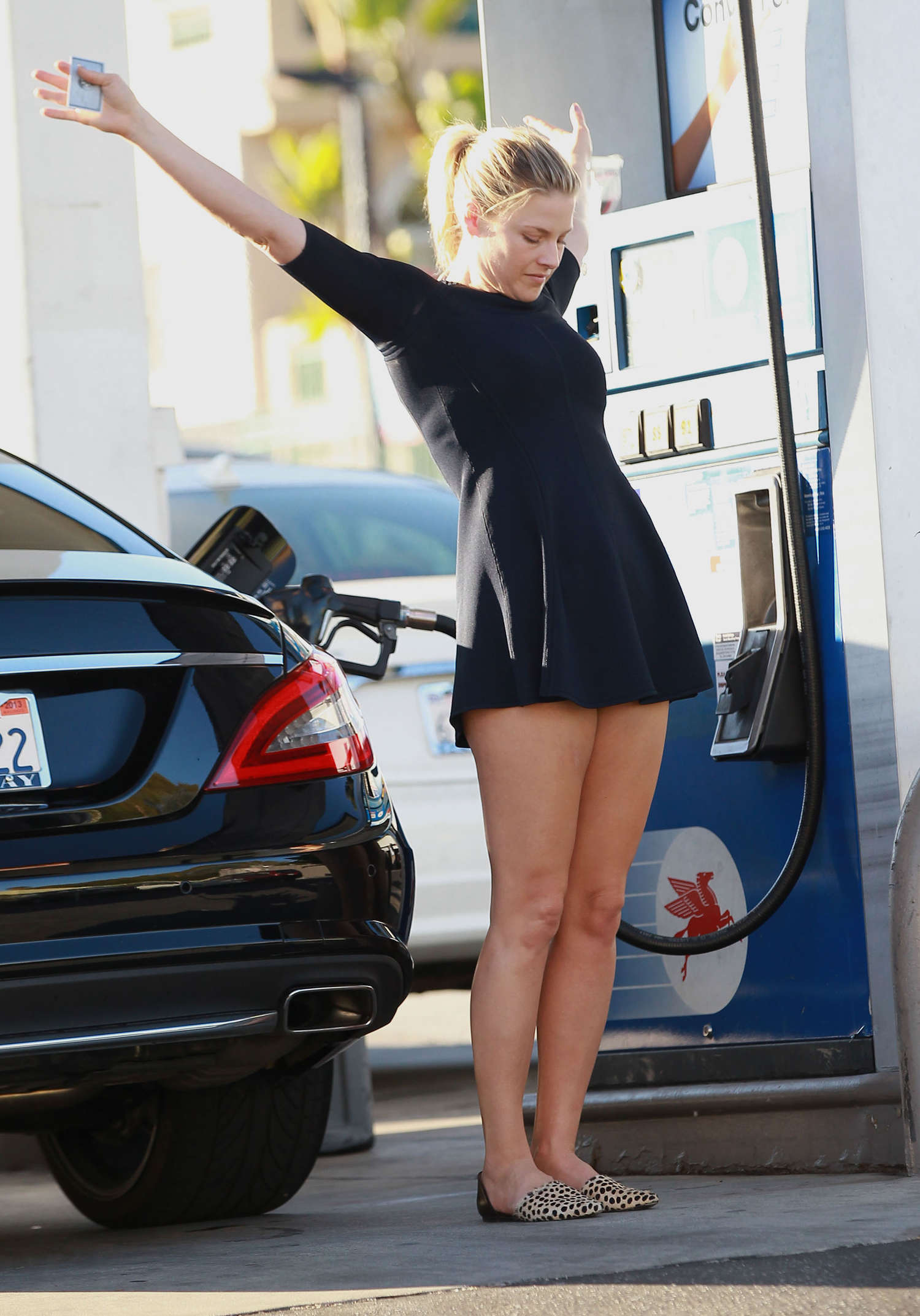 Ali Larter In Short Dress At A Gas Station In Los Angeles