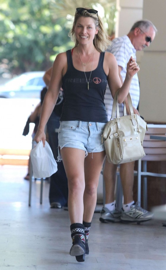 Ali Larter Legs in shorts-02