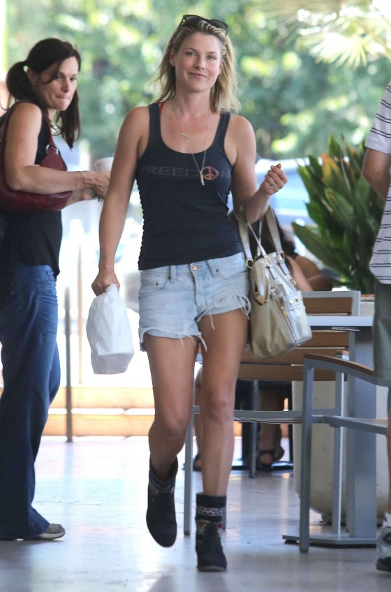 Ali Larter Legs in shorts-11