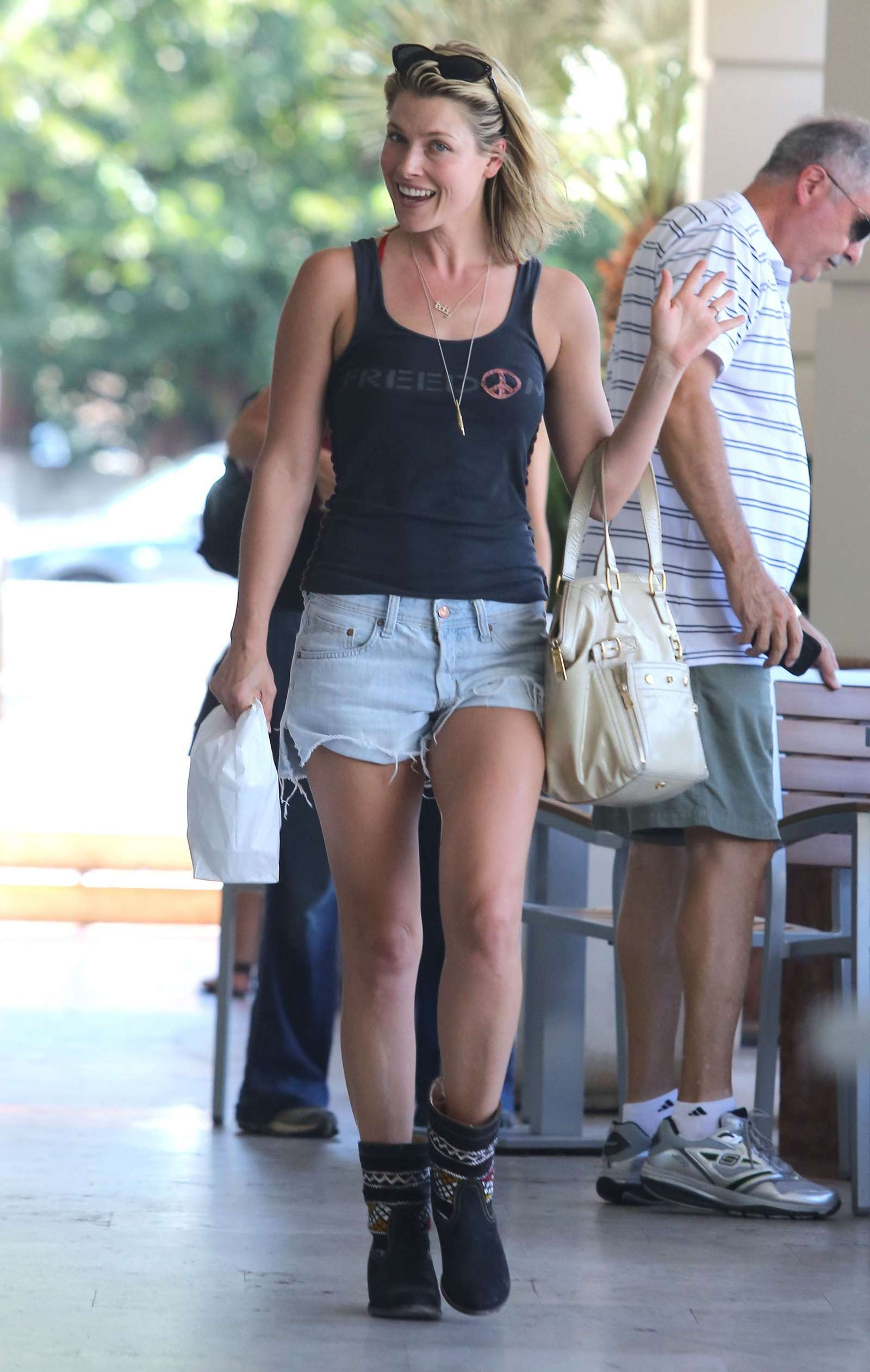 Ali Larter in shorts while shopping in LA -05   GotCeleb