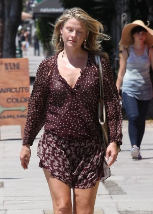 Ali Larter stops by a nail salon in LA
