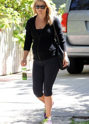 Ali Larter in Tight Leggings Stops by the gym in West Hollywood