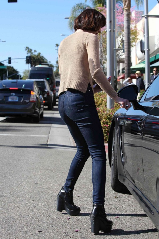 ali-lohan-in-jeans-shopping-in-westwood-17