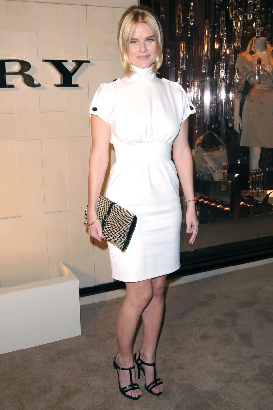 Alice Eve – Burberry-01