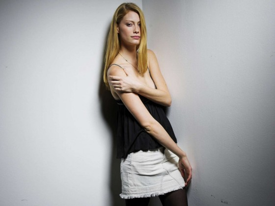 Alyssa Sutherland – PhotoShoot -01