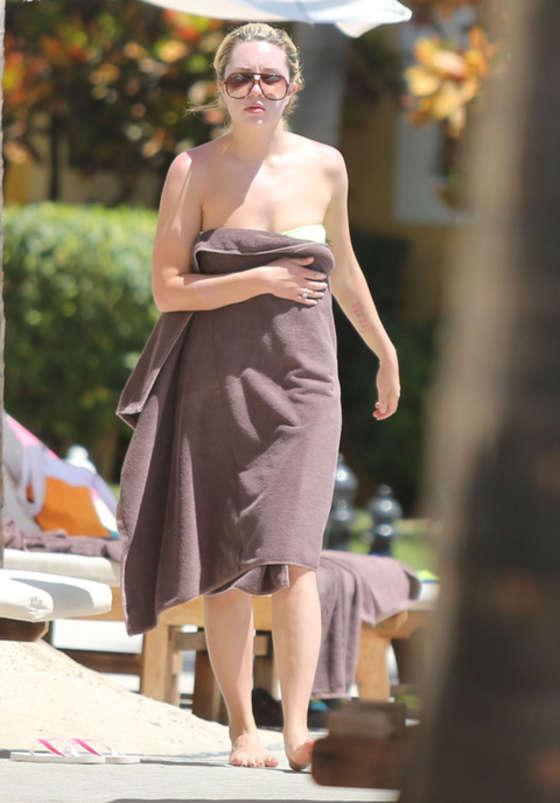 Amanda bynes bikini photo pity