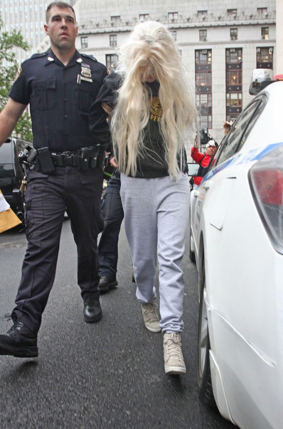 Amanda Bynes Goes To Court after Getting Arrested For Drugs -02