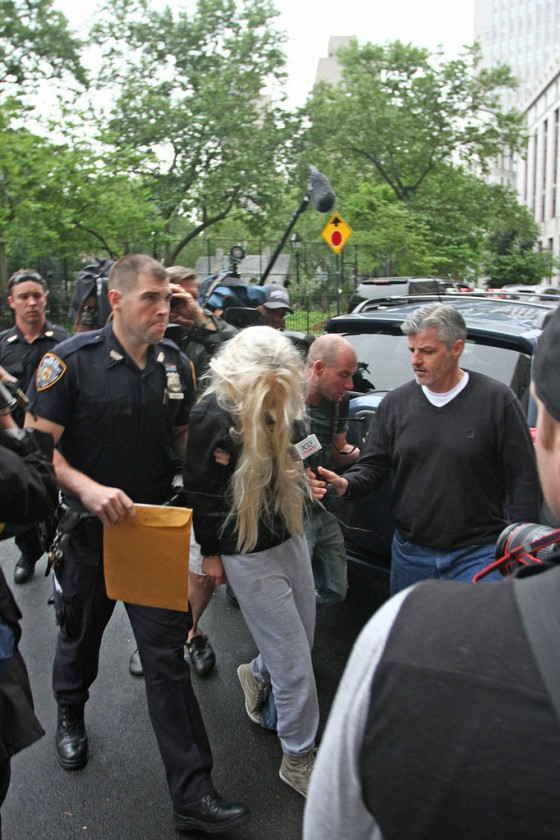 Amanda Bynes Goes To Court after Getting Arrested For Drugs -04