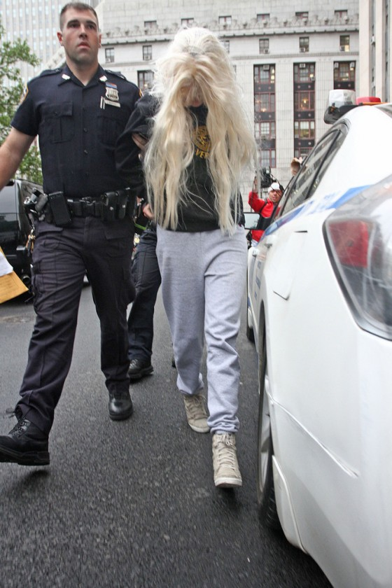 Amanda Bynes Goes To Court after Getting Arrested For Drugs -09