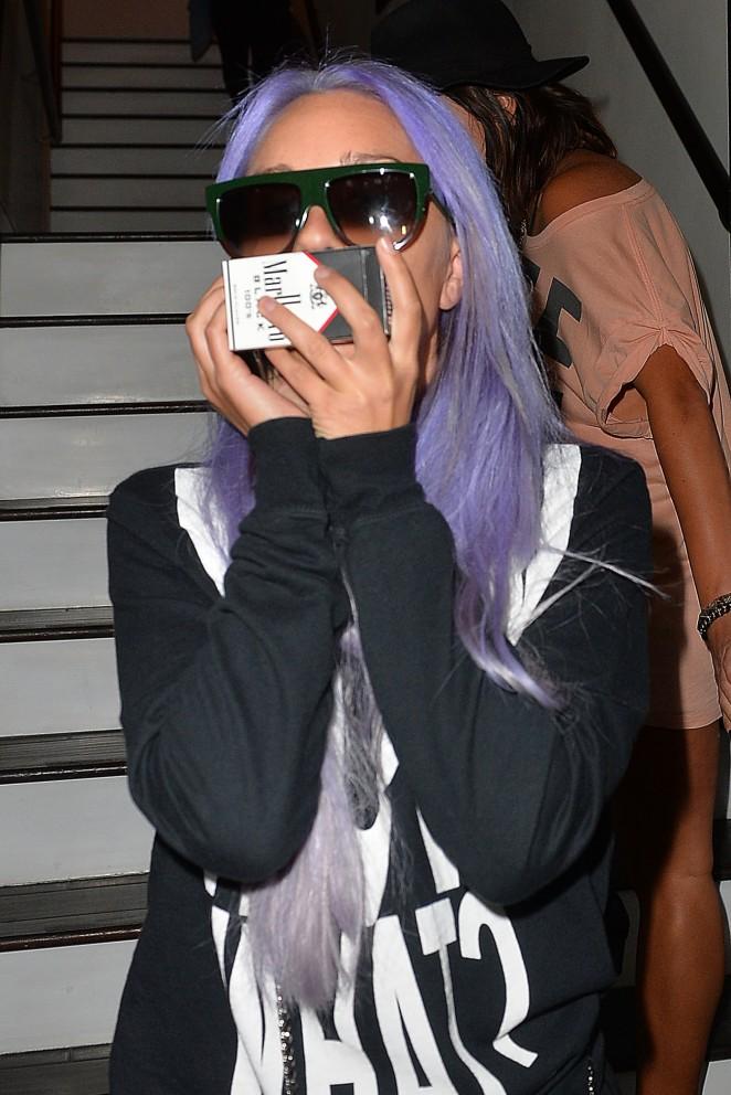 Amanda Bynes Debuts Purple Hair - Leaving 'Nine Zero One Hair Salon' in West Hollywood