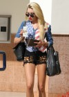 Amanda Bynes in short shorts-07
