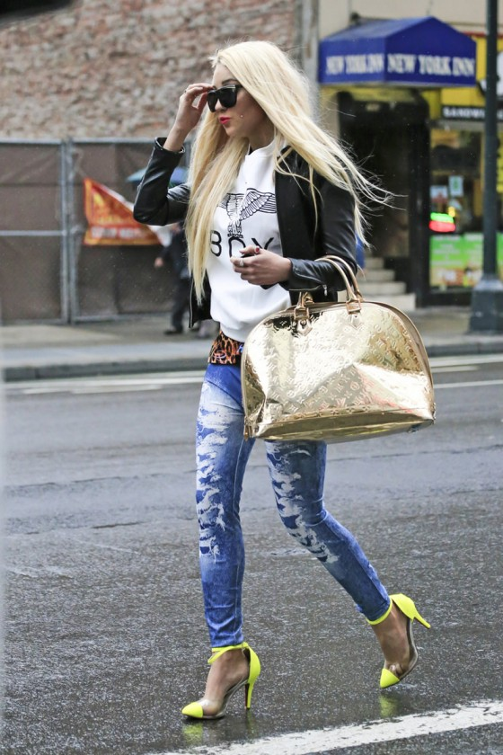 Amanda Bynes in tight jeans-12