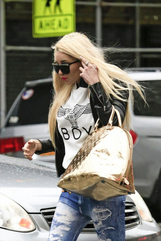 Amanda Bynes in tight jeans-15