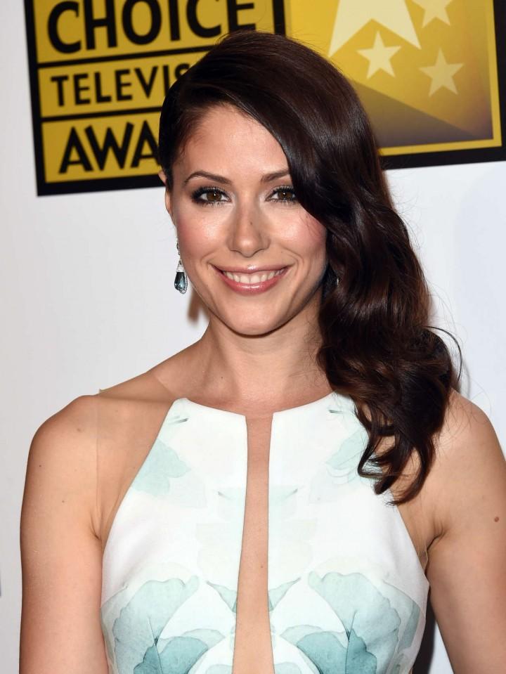 Amanda Crew - 2014 Critics Choice Television Awards in Beverly Hills -07