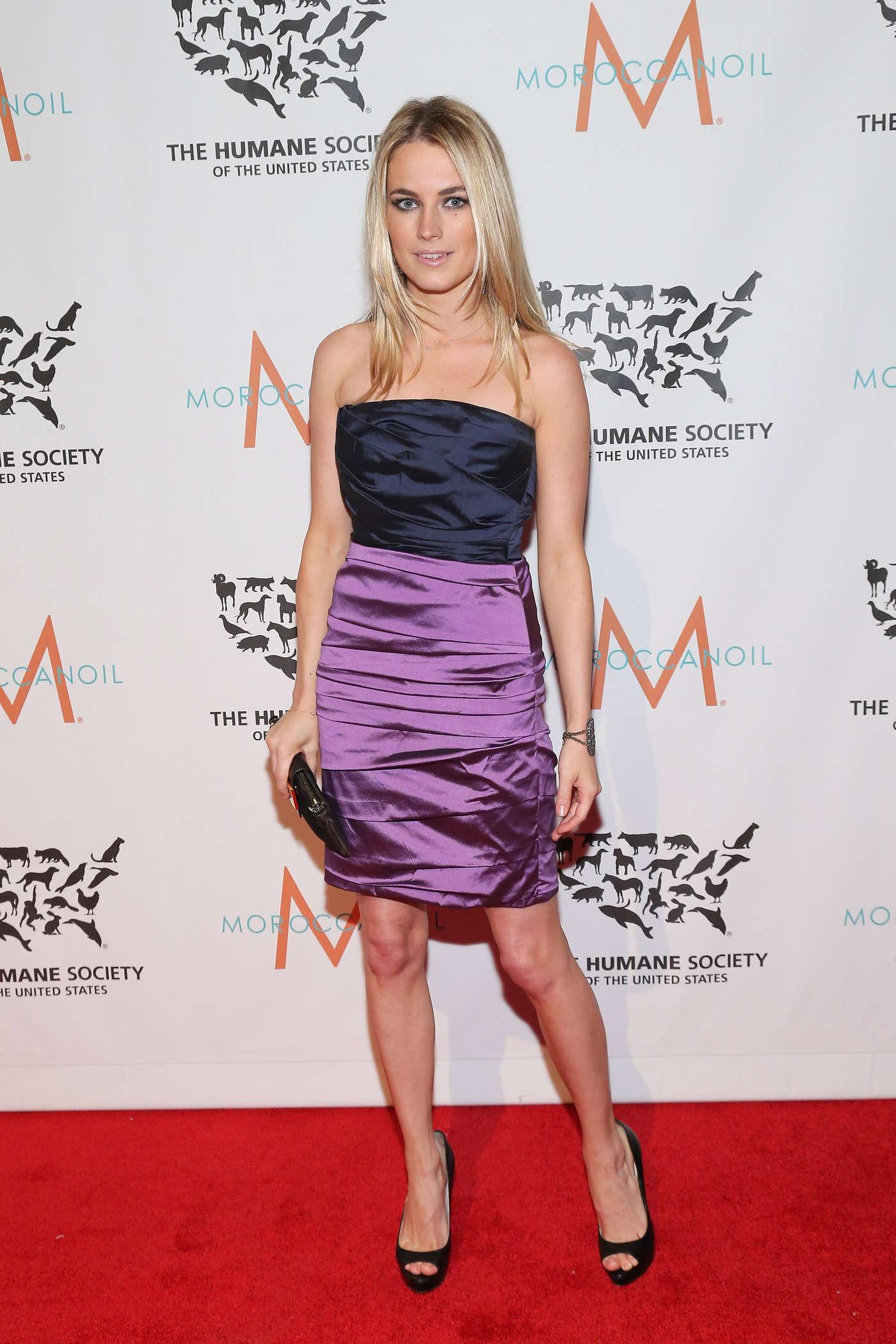 Amanda Hearst – tight dress-02 - Full Size