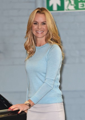 Amanda Holden - Outside the London studios