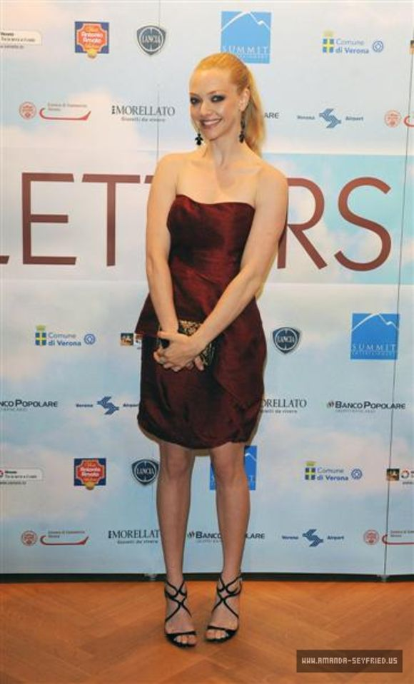 amanda-seyfried-at-letters-to-juliet-italy-premiere-11 ...