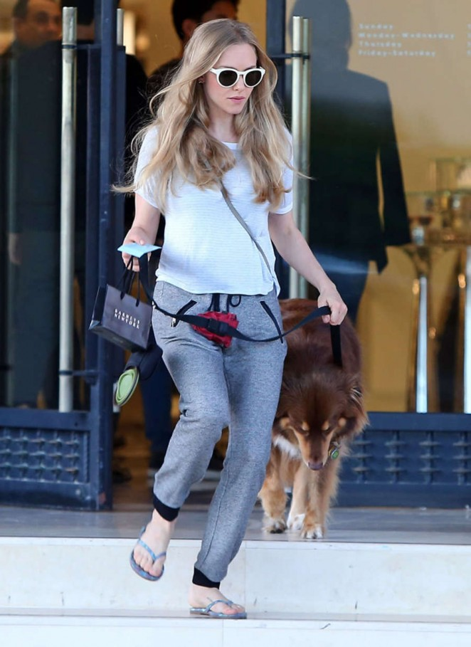 Amanda Seyfried in Gray Sweats Leaving Barneys New York in Beverly Hills