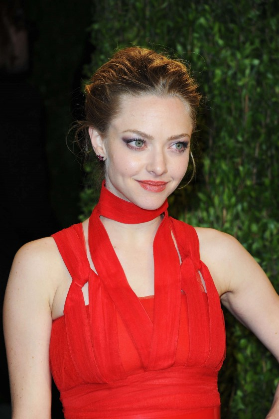Amanda Seyfried – Oscar 2013 – Vanity Fair Party -01