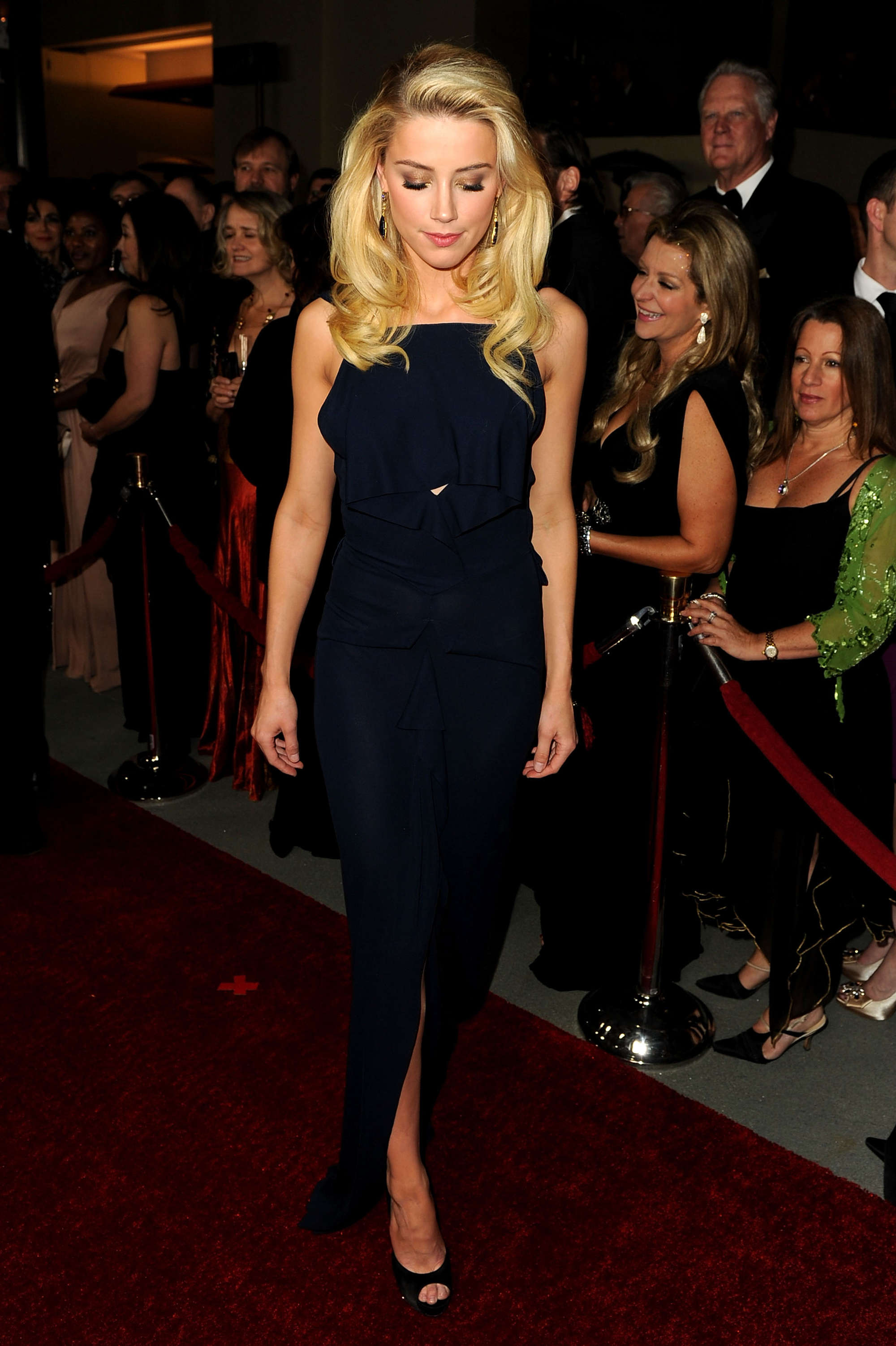 Black dress hollywood - Amber Heard Black Dress At Directors Guild Of America Awards In Hollywood 02 Full Size