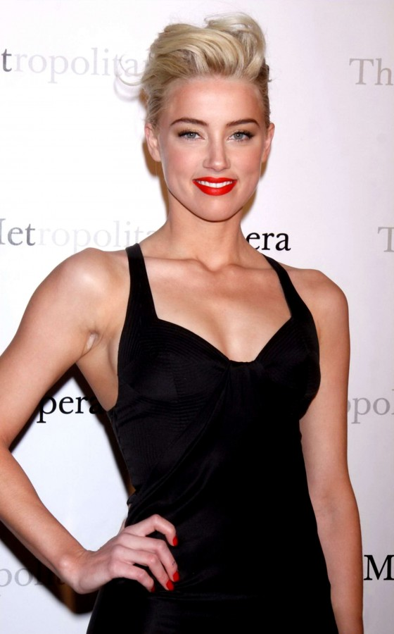 Amber Heard cleavage at Manon Premiere
