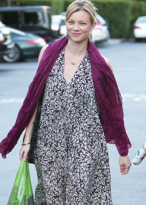 Amy Smart - Shopping at Bristol Farms in Beverly Hills