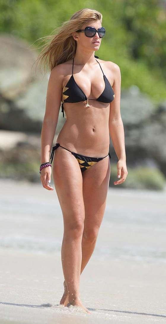 Amy Willerton – Bikini in the Caribbean-03
