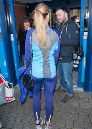 Amy Willerton hot in leggings -01