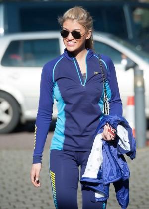 Amy Willerton hot in leggings -04