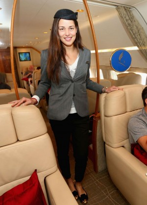 Ana Ivanovic as Chief-Stewardess Enjoy at Flug von Manila nach Singapur