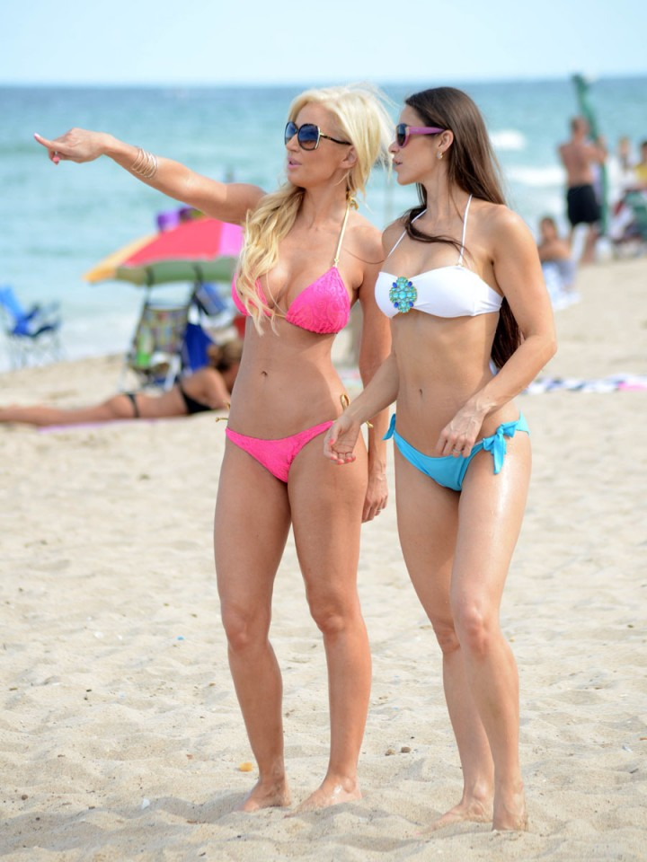 Anais Zanotti and Ana Braga in Bikini -10