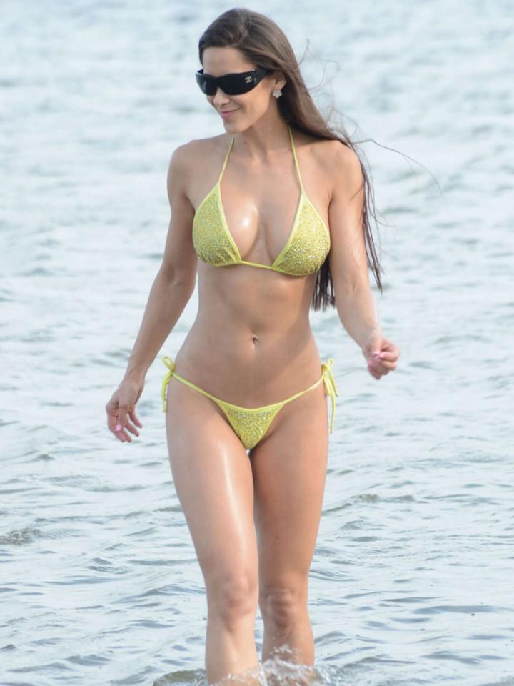 Anais Zanotti in Bikini -02