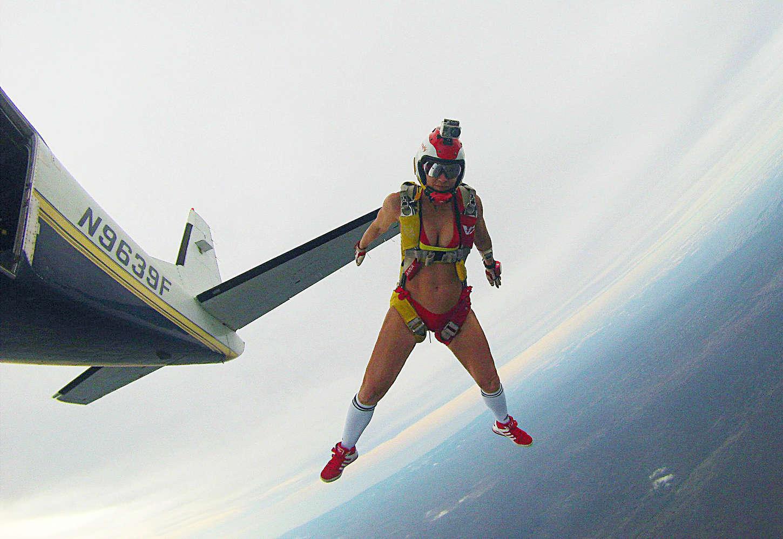 Прыжок с парашютом фото девушек