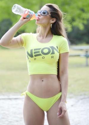 Anais Zanotti Rollerskating Photos: Miami 2014 -02