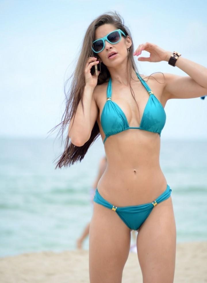 Anais Zanotti Bikini Body in Miami-04
