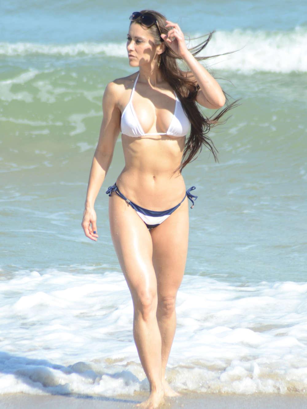 Anais Zanotti Hot anais zanotti hot in bikini -01 | gotceleb