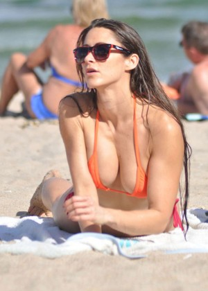 Anais Zanotti Shows Her Hot Bikini Body In Miami (adds)