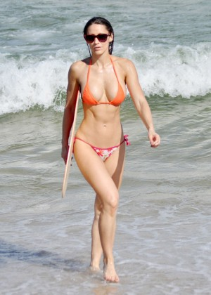 Anais Zanotti Shows Her Hot Bikini Body In Miami